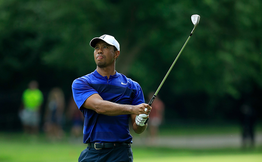 woods cools off after weather delay  in contention at the