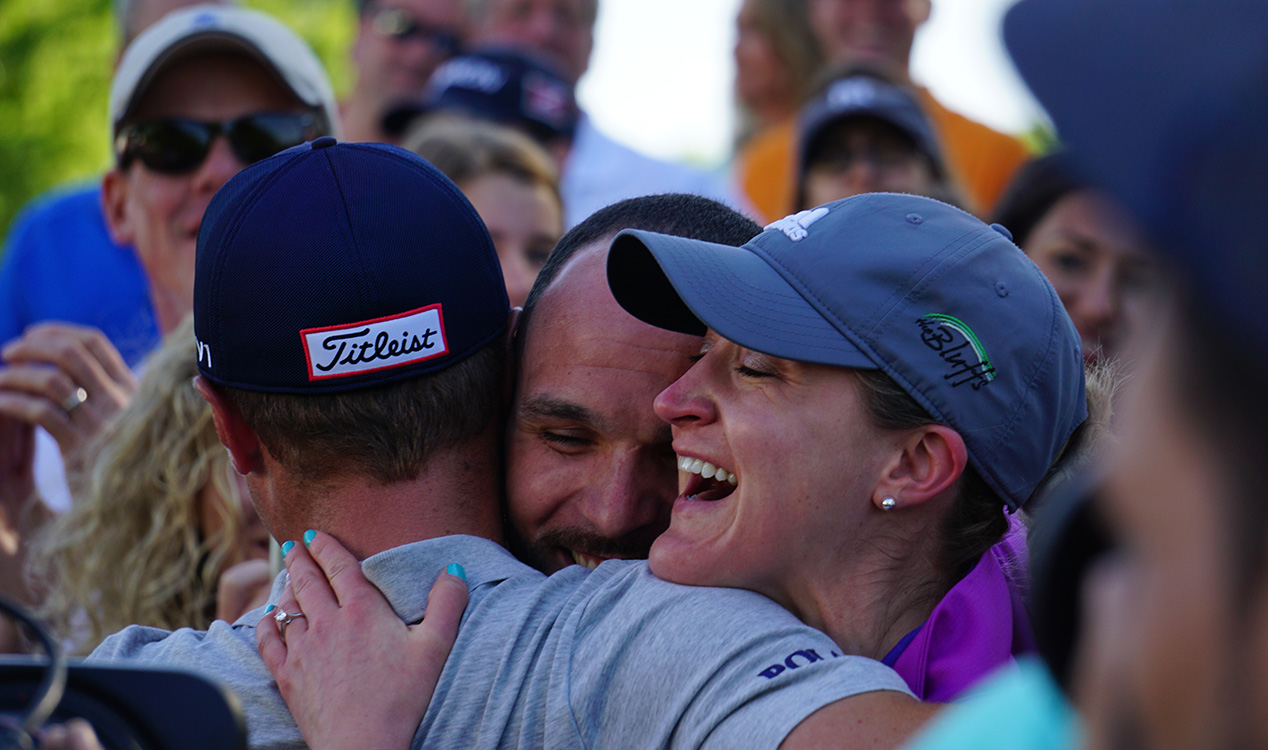 Pro golfer assists Sioux Falls couple in marriage proposal